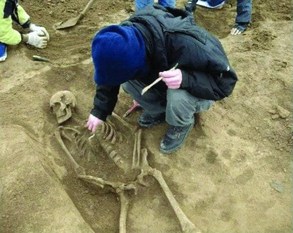 Ramasitele unor copii din secolul AL XVI-LEA, descoperite in centrul Timisoarei!