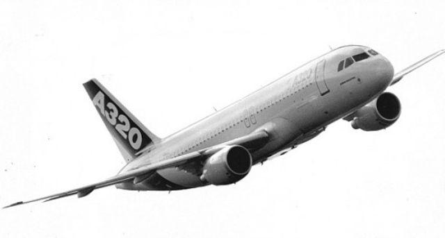 Incident aviatic cu un OZN sau un joc de lumini. Ce l-a speriat pe un pilot deasupra aeroportului Heathrow!