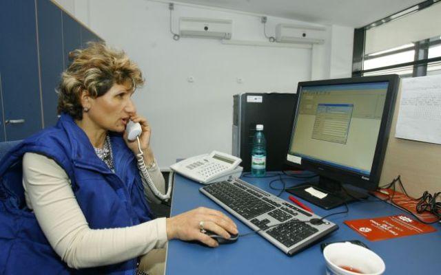 """Serviciul 112, o """"joaca"""" pentru romani! Peste 70% dintre apelurile din 2013 au fost false!"""