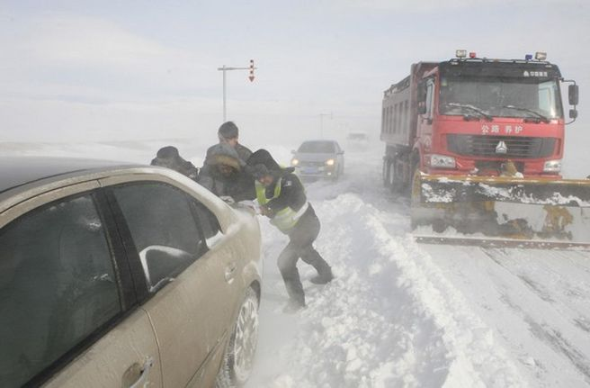 Drumurile nationale DN 23B Maicanesti – Ciorasti si DN 2C intre Costesti si Padina au fost inchise