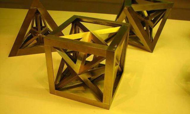 "MATEMATICIENII au descoperit o noua forma geometrica: Cum arata ""Poliedrul GOLDBERG"""