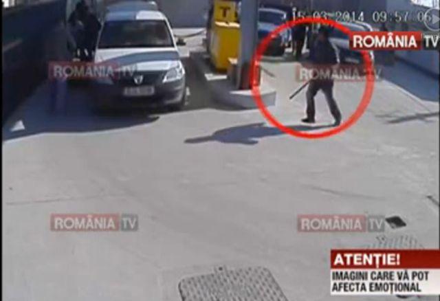 BATAIE cu sabii, bate si cutite intr-o benzinarie de langa Bucuresti! Toata scena a fost filmata! VIDEO