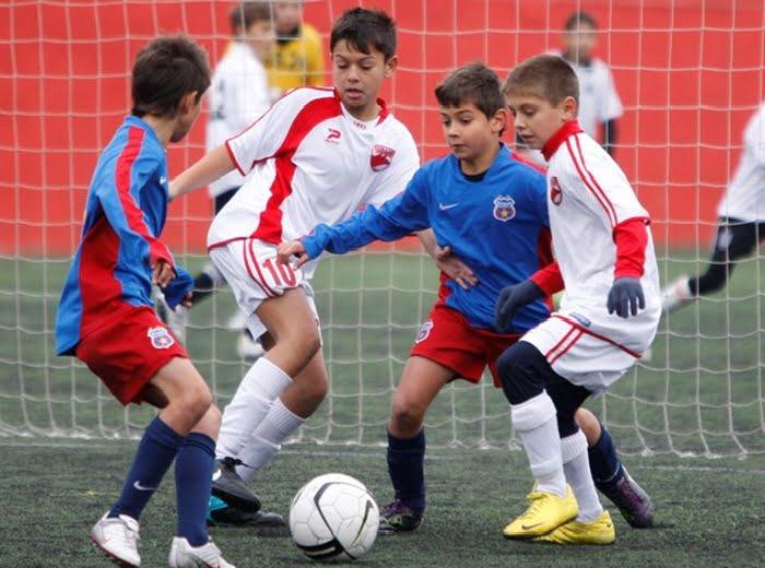 Aproape UN MILION de euro de la UEFA pentru centrele de copii si juniori din Romania!