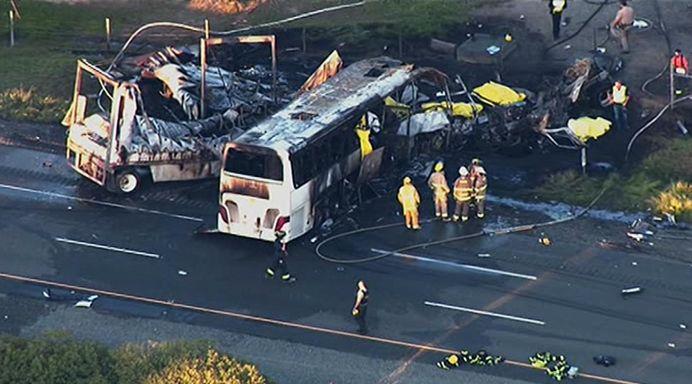 ACCIDENT GRAV in California! Un autobuz scolar a fost lovit de camion. Noua persoane au murit si alte 32 au fost ranite! VIDEO