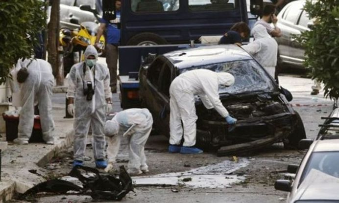 ATENTAT TERORIST in Atena! O masina-capcana a EXPLODAT in fata sediului Bancii Greciei!