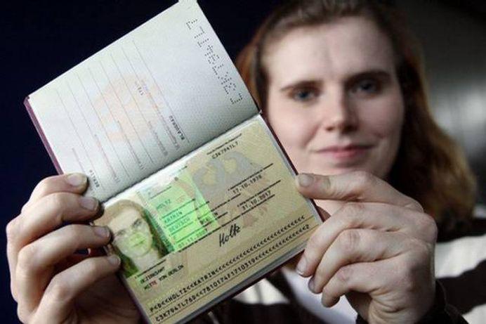 Investigatie The Times: In Marea Britanie CETATENIA ROMANA costa 1000 de lire sterline!