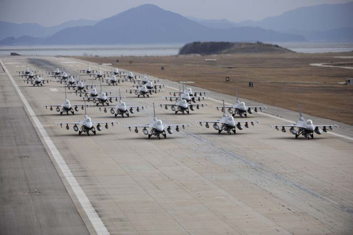 EXERCITIU MILITAR al fortelor aeriene AMERICANE SI ROMANE la Campia Turzii!