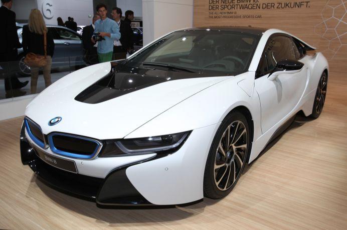 TEST DRIVE cu modelul hibrid i8 de la BMW! VIDEO