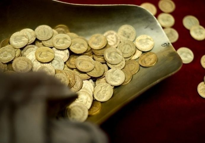 Doi copii au gasit 140 de monede dacice din aur, intr-o vizuina de vulpe, in Muntii Orastiei!