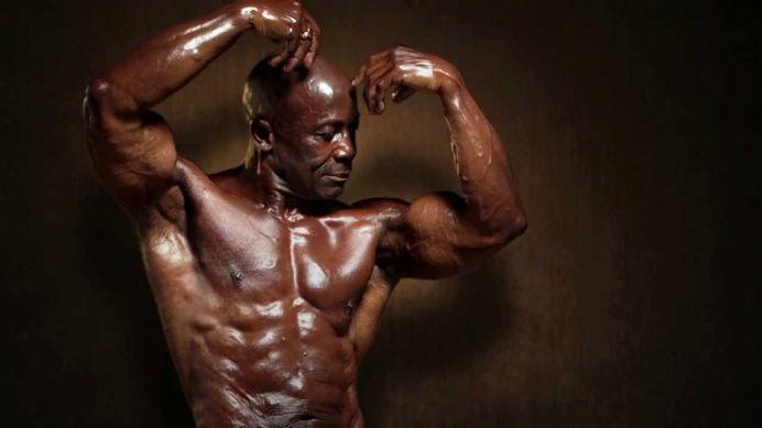 El este barbatul care a rasturnat MITUL dietei hiperproteice! N-ai vrea sa stii ce varsta are! VIDEO