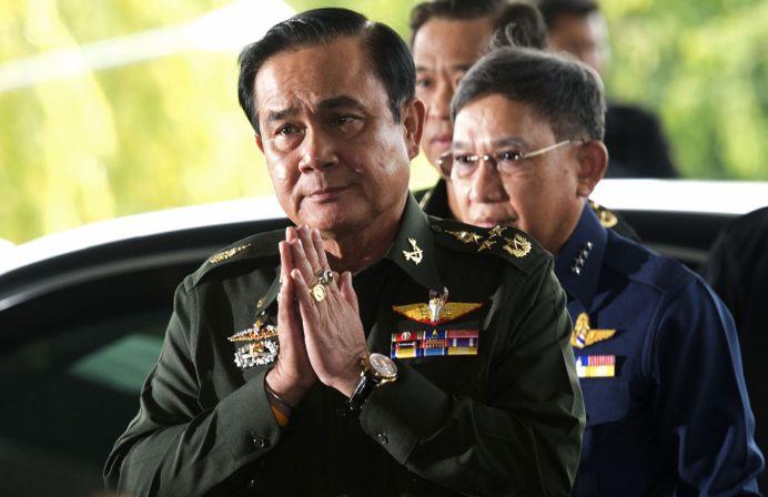 LOVITURA DE STAT anuntata in direct la TV! Seful armatei thailandeze indeamna cetatenii la CALM!