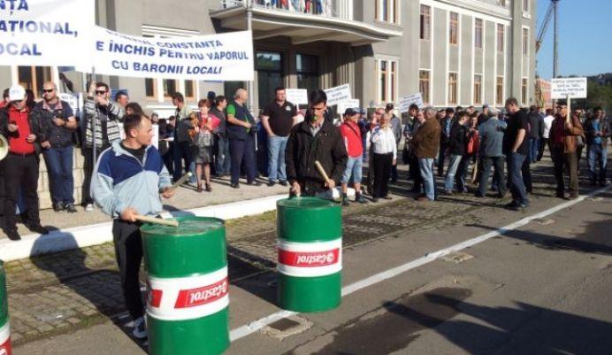 Radu Mazare inghesuit in preluarea Portului Constanta! Inca o zi de proteste impotriva municipalitatii!