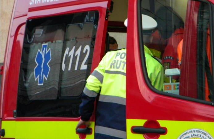 ACCIDENT IN ARAD! Un microbuz plin cu buletine de vot s-a tamponat cu o masina de Politie! Un politist a fost ranit!
