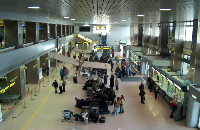 Veste buna pentru pasagerii Aeroportului Otopeni! Informatiile despre zboruri si imbarcari, pe o aplicatie de mobil