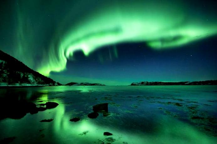 IMAGINI UIMITOARE! Vezi cum se vede aurora boreala din spatiu!