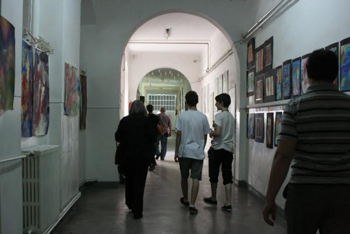 INCIDENT LA UN LICEU DIN CAPITALA! Doi elevi au fost raniti dupa ce un calorifer de fonta a cazut peste ei