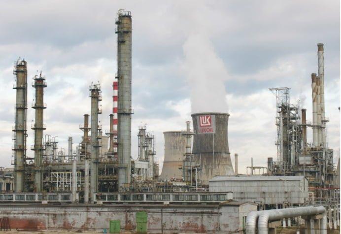 Directorul SC Petrotel Lukoil SA Ploiesti, cercetat sub control judiciar pentru evaziune fiscală si spalare de bani