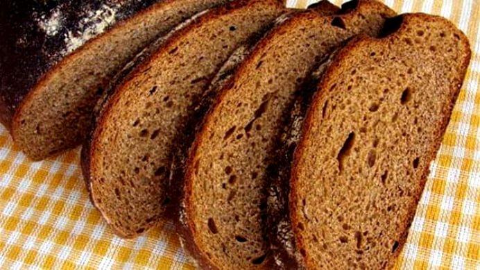Romanii mananca tot mai multa paine neagra! Consumul va creste cu 40% anul viitor