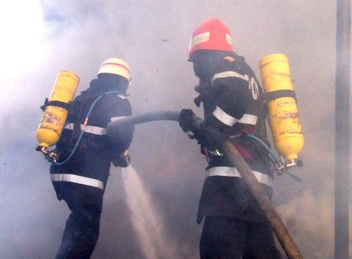 INCENDIU IN CAPITALA! Un imobil de langa Spitalul Coltea a luat foc