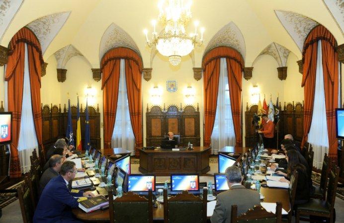 SCANDAL LA SEDINTA CSAT! Traian Basescu A MATURAT cu Ioana Petrescu si cu Victor Ponta