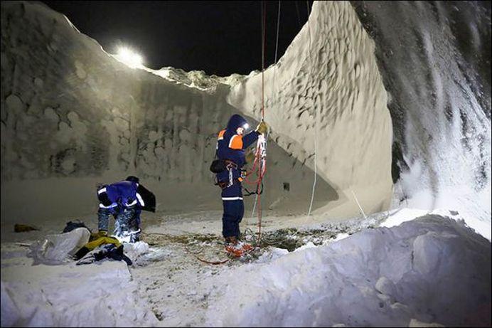 MISIUNE MISTERIOASA in craterul din Siberia! GALERIE FOTO cu fenomenul care i-a uluit pe CERCETATORI!