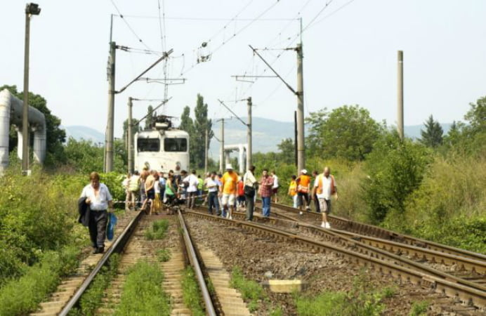accident tren sinucidere