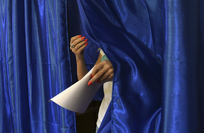 Al doilea tur al alegerilor prezidentiale A INCEPUT! Primul roman a votat deja!