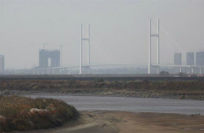 """China, un fel de Romania la capitolul infrastructura! """"Podul care nu duce nicăieri"""", o constructie de 350 de milioane de dolari dintre China si Coreea de Nord – VIDEO"""