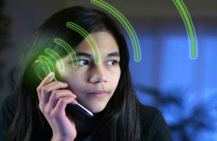 Nivelul radiatiilor emise de telefoanele mobile se va putea testa in Romania! Vezi unde si de cand
