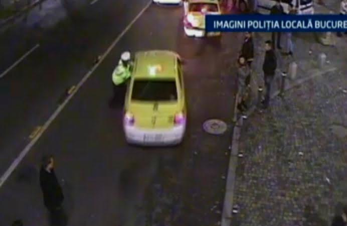Scene incredibile in Centrul Vechi! Un taximetrist nervos a agatat un politist de la rutiera si l-a tarat in trafic!