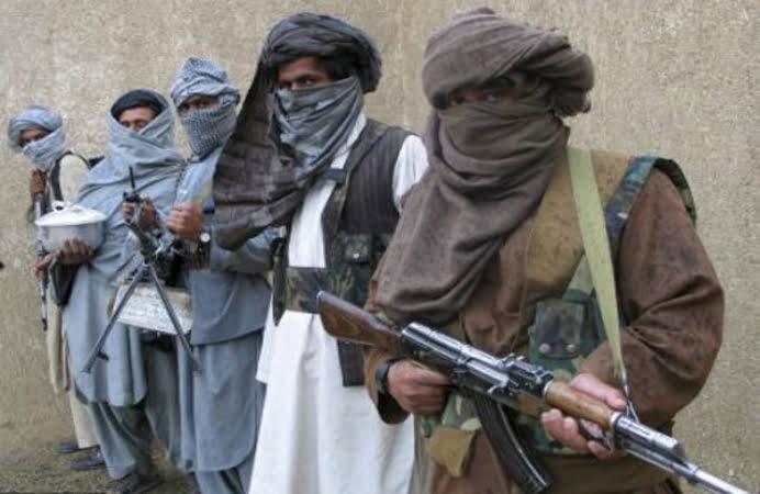 Carnagiu in Pakistan! 84 de copii au fost omorati de talibani dupa ce talibanii au luat ostatici sute de elevi si profesori dintr-o scoala