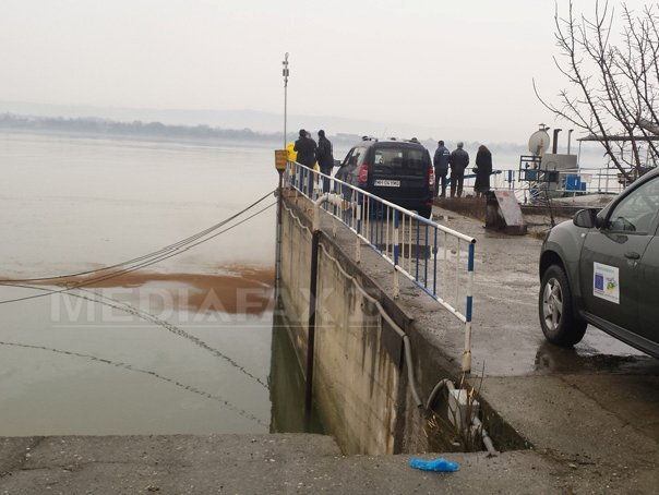 Poluare pe Dunare in Portul Drobeta Turnu Severin