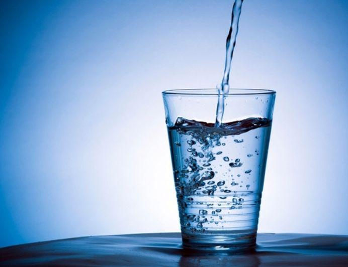 Vezi ce se intampla in corpul tau daca bei 2 pahare de apa calda, pe stomacul gol, timp de 6 luni!