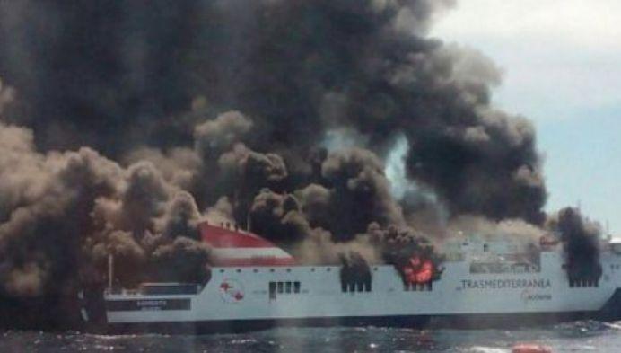 Romani DISPERATI la bordul feribotului care A ARS in Marea Mediterana!