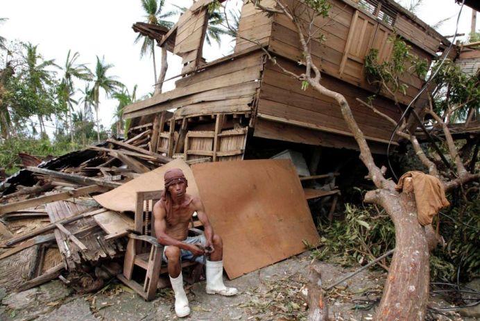 ZECI DE MII de oameni FUG din fata taifunului Mayasak!