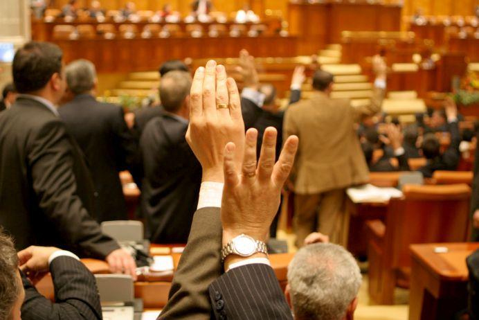 Au inceput calculele pentru stabilirea MAJORITATII in viitorul Parlament! Zarurile au fost aruncate!