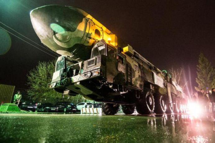 Rusia a scos la PARADA racheta GIGANT care poate rade de pe fata pamantului UN ORAS INTREG!
