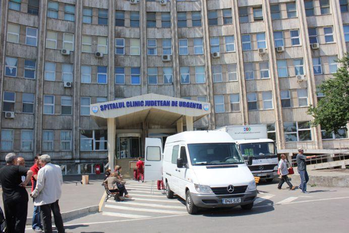 INUMAN! O femeie s-a prezentat la poarta spitalului CU UN COPIL intr-o plasa, aproape mort!