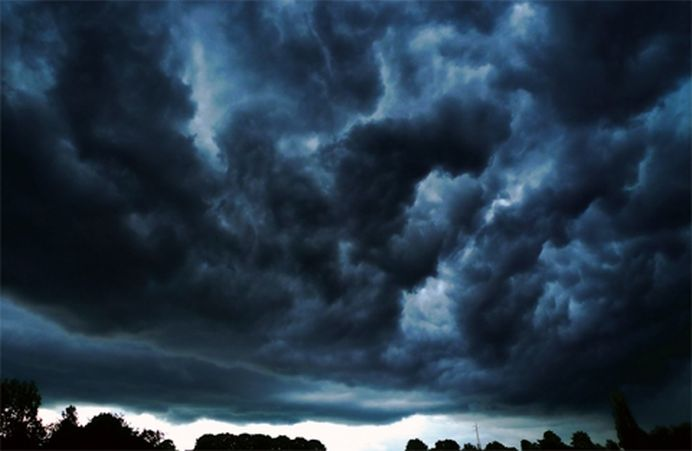 Furtuni PUTERNICE in toata tara, din aceasta noapte pana marti!