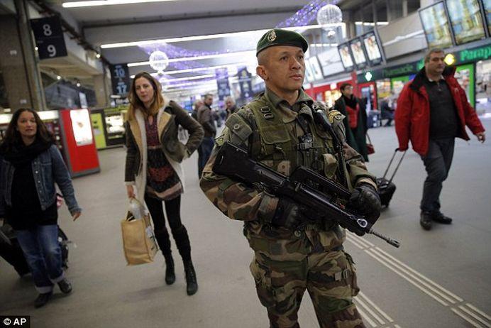 Atac armat in Franta! A inceput sa TRAGA in plina strada!