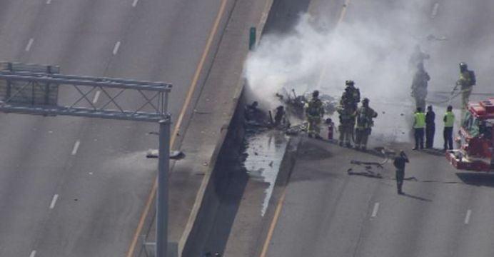 VIDEO – Un avion usor s-a izbit de o autostrada in SUA! Patru morti!