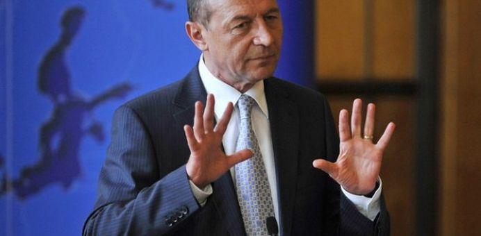 Basescu EXTREM de nervos: OPRITI-VA imbecililor!