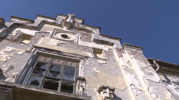 Un CASTEL SUPERB din inima Transilvaniei se prabuseste sub ochii AUTORITATILOR!