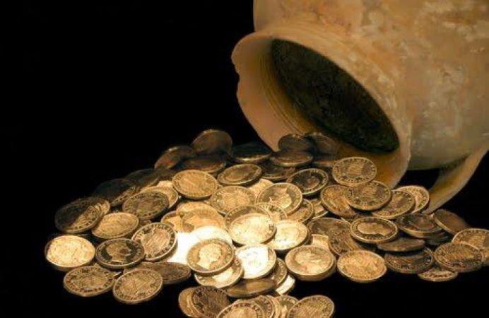 INCREDIBIL! Statul roman l-a PACALIT pe descoperitorul celui mai mare tezaur de argint de pe teritoriul tarii!