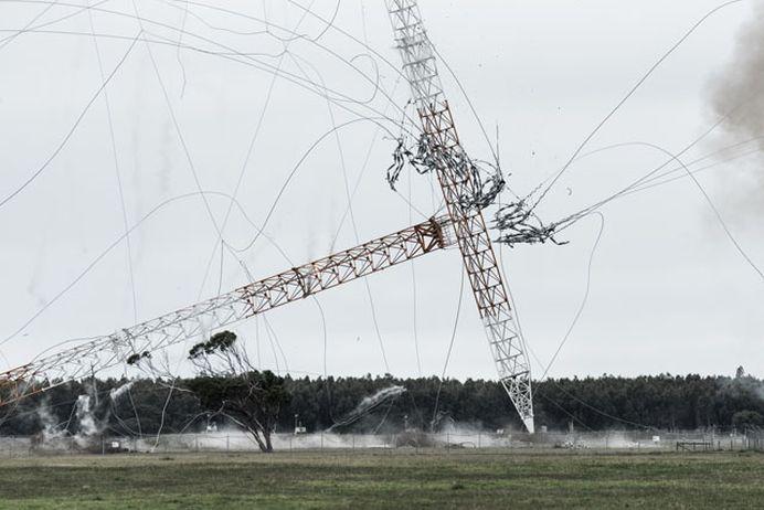 VIDEO SPECTACULOS cu demolarea celei mai inalte structuri din emisfera sudica!