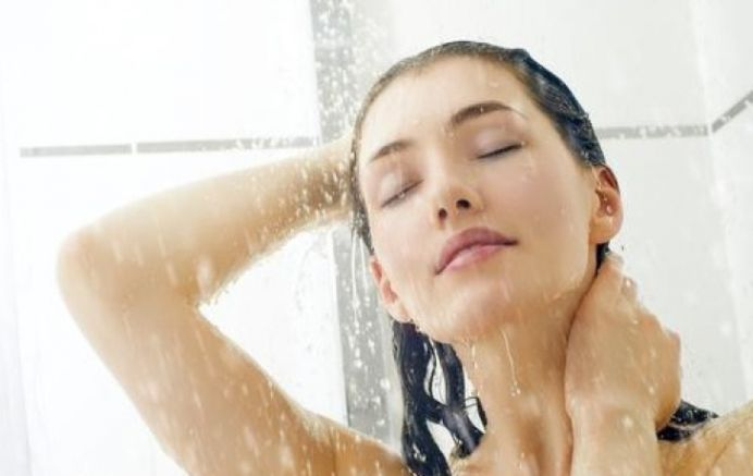 Daca ai cunoaste BENEFICIILE unui dus cu apa rece, ai face mai des!