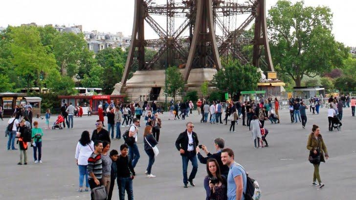 Momente de PANICA in Paris! Turnul Eiffel EVACUAT DE URGENTA sub suspiciunea unui atentat cu bomba!