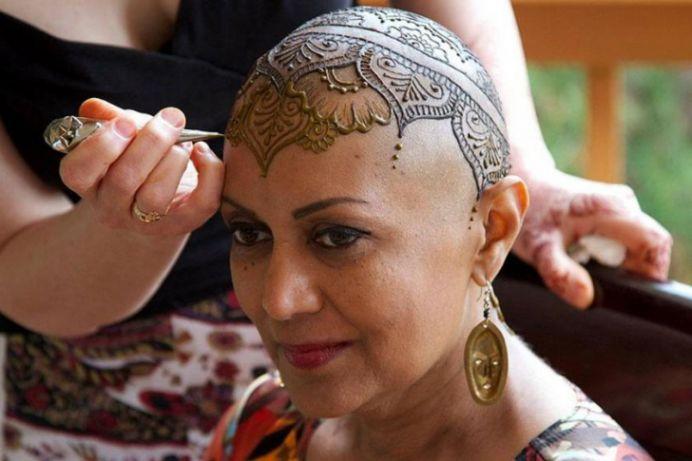 De ce tatuajele henna au ajuns o moda printre femeile din Romania?