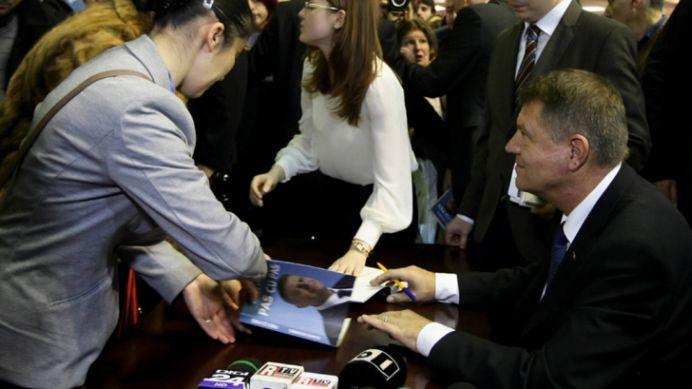 "Ce crede Ponta despre noua carte a lui Iohannis?! ""Eu am lucruri de facut, n-am timp sa scriu o carte!"""
