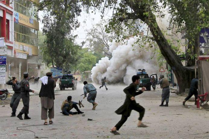 Militantii Statului Islamic STAU LA COADA pentru a se SINUCIDE! Vor sa MOARA mai repede IN ATENTATE!